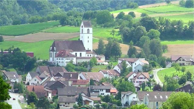 Die Gemeinde Herznach mit ihrer markanten Kirche.