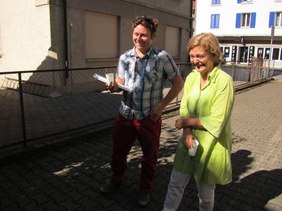 Franziska Trefzer und This Bay vom Kinder-Filmklub Zauberlaterne diskutieren mit der Kinderjury die Filme