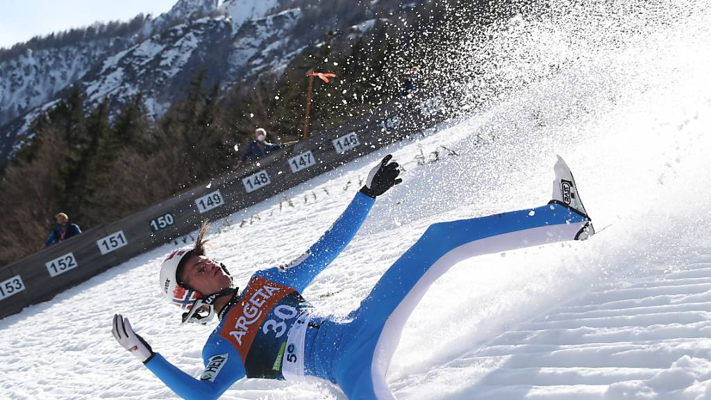 Böser Sturz auf der Riesenschanze in Planica: Der Ex-Weltmeister Daniel-André Tande musste ins Spital gebracht werden, sein Zustand soll aber «stabil» sein