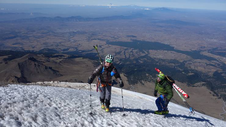 Nachdem es Flammersfeld beim Gipfelaufstieg besser ging, fuhr sie den höchsten Vulkan Nordamerikas, den Pico de Orizaba, auf den Ski hinab.
