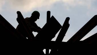Der neue Landesmantelvertrag für das Bauhauptgewerbe soll per 1. April in Kraft treten (Archiv)