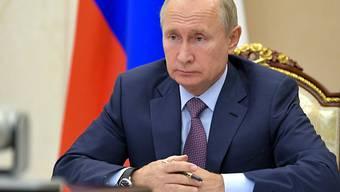 Wladimir Putin, Präsident von Russland, führt den Vorsitz einer Sicherheitsratssitzung per Videokonferenz. Foto: Alexei Druzhinin/Pool Sputnik Kremlin/AP/dpa