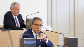 Urs Hofmann und Stephan Attiger (im Hintergrund) an einer Medienkonferenz im Juni 2020. Beide hatten das Virus.