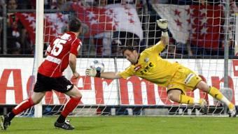 Olivier Monterrubio lässt Goalie Zibung keine Chance und trifft zum 1:0 für Sion