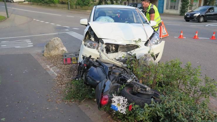 Eine Töfffahrerin übersah in Biel-Benken ein vortrittsberechtigtes Auto und wurde angefahren.