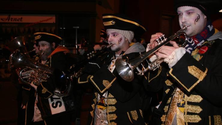 Der Nachtumzug startete beim Cordulaplatz mit Herren aus dem 17. Jahrhundert