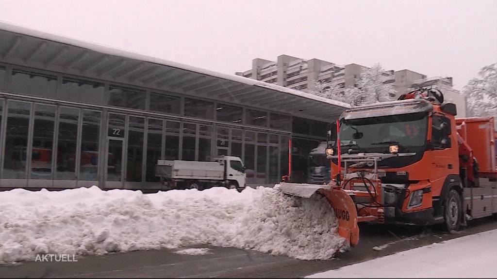 Im Dauerstress: Schneeräumungsequipen kommen kaum mehr nach