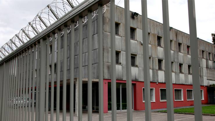 Am Sonntag wurde die Frau in das Untersuchungsgefängnis Solothurn eingeliefert. Am selben Abend verstarb sie im Spital.