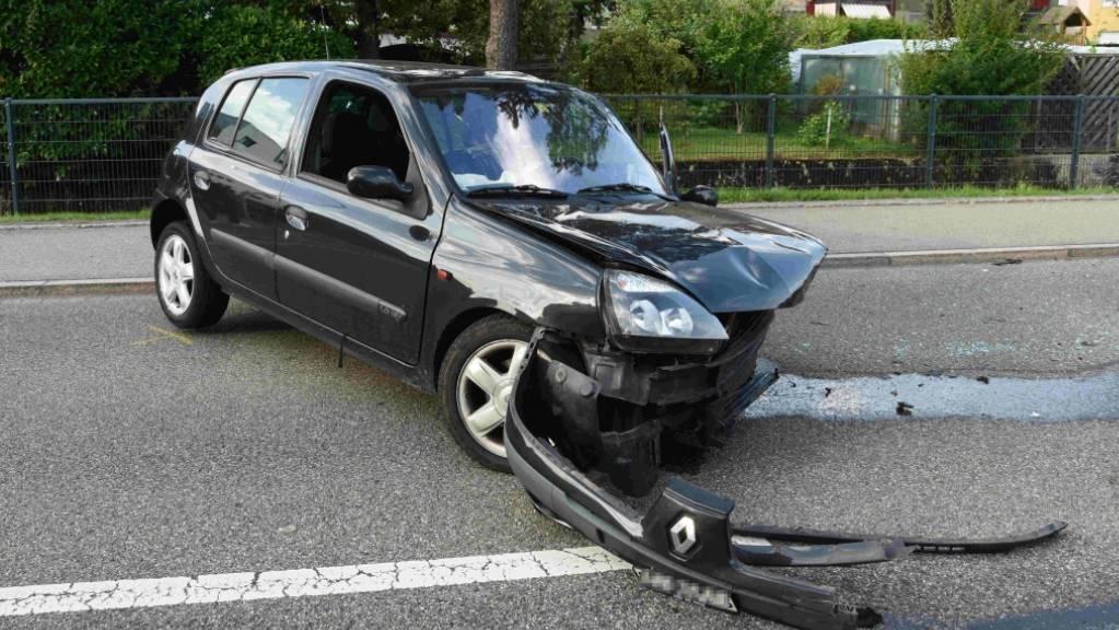 Bei einer Frontalkollision in Gossau am Freitag sind die beiden Lenker der Fahrzeuge verletzt worden.