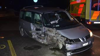 Auf der Baselstrasse in Zwingen ereignete sich in der Nacht von Freitag auf Samstag, kurz vor 1 Uhr, ein Selbstunfall.