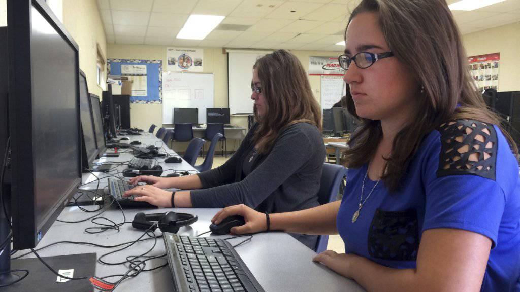 Mehr Zeit am Computer bedeutet für Schüler nicht zwingend mehr Lernkompetenz (Symbolbild).
