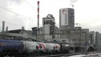 Holcim-Zementwerk in Siggenthal