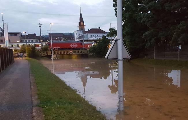 Bei den heftigen Gewittern wurde die  Bahnhofunterführung in Zofingen geflutet und war während Stunden nicht mehr passierbar.