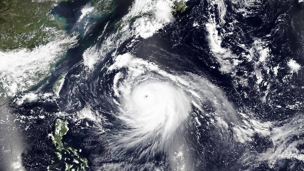 HANDOUT - Der Taifun «Haishen» nähert sich der südlichen Regionen Japans. Foto: -/NASA/AP/dpa - ACHTUNG: Nur zur redaktionellen Verwendung und nur mit vollständiger Nennung des vorstehenden Credits