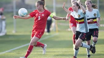 Lara Jenzer (l.) im Einsatz mit dem U19-Nationalteam.