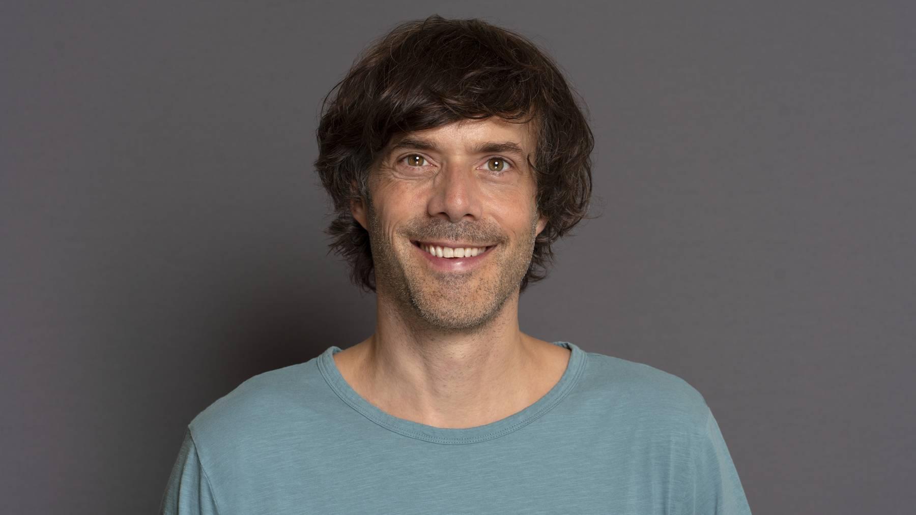 Adrian Stern veröffentlichte bisher sechs Alben, wovon fünf in die Top 10 der Schweizer Charts einstiegen.