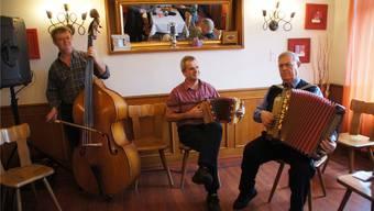 Die Formation aus dem Kanton Bern: (v.l.) Robert Mittner (Bass); Urs Liechti (Schwyzerörgeli); Beat Schmidt (Handorgel).