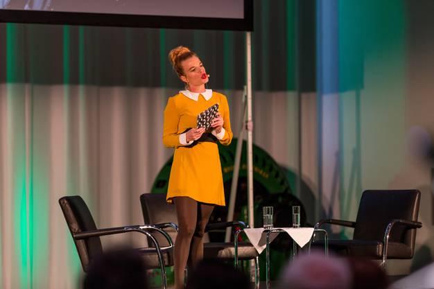 """Eröffnung des 15. Internationalen Festival für Animationsfilm """"Fantoche"""" in der Halle 37 des Kongress- und Kulturzentrums Trafo in Baden. Im Bild: Die Moderatorin Claudia Faes führt durch den Abend."""