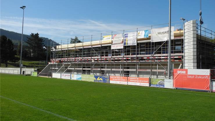 Am Montag und Dienstag wurden die Fenster im neuen Klubhaus eingebaut.
