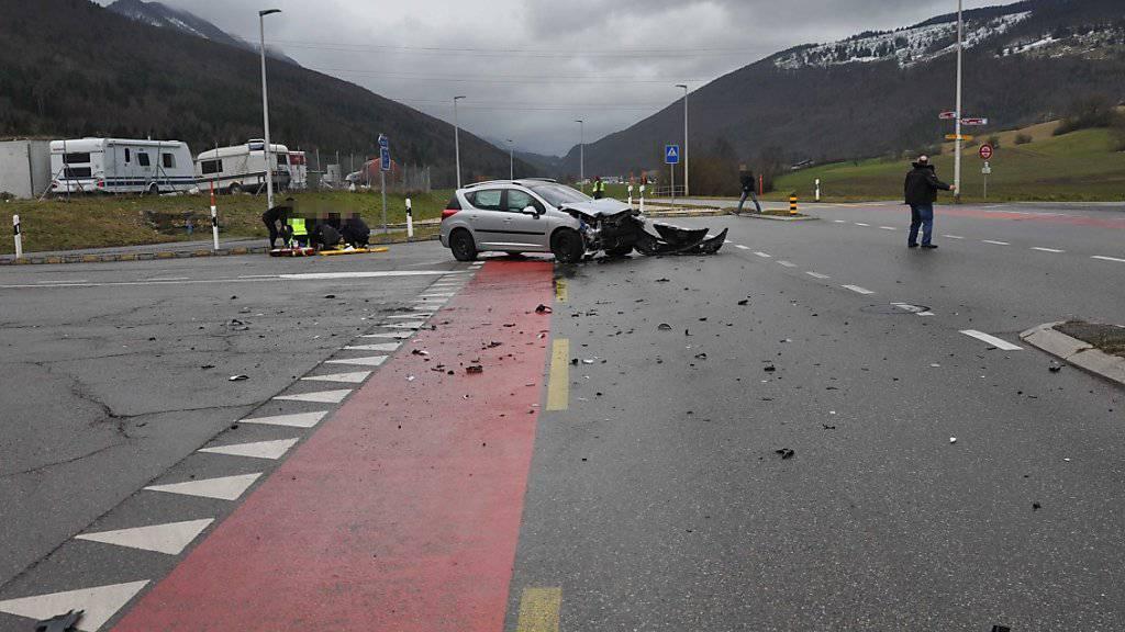 Eine Autofahrerin hat in Aedermannsdorf SO einen Vortritt missachtet und ist mit einem anderen Auto kollidiert. Drei Personen wurden verletzt.