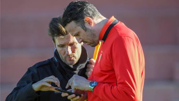 Sie arbeiteten ein Jahr lang eng zusammen - jetzt kam der Bruch: Ex-FCB-Trainer Raphael Wicky und FCB-Sportchef Marco Streller.