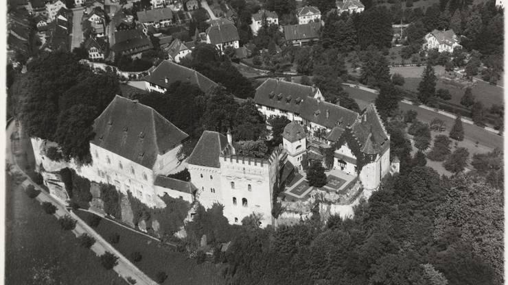 Das Schloss Lenzburg irgendwann zwischen 1918 und 1937.