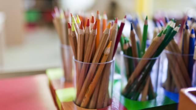 Gespitzte Farbstifte in einem Luzerner Kindergarten (Symbolbild)