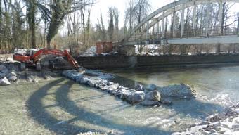 Bei der Bogenbrücke wurde mit der Renaturierung der Emme begonnen.
