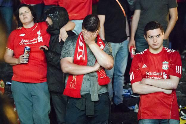 Enttäuschte Fans beim Public Viewing