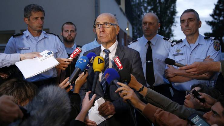Staatsanwalt Bernard Faret informiert die Medien über die Schiesserei.