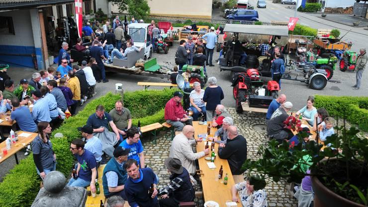 Die Einachser-Rundfahrt hat zahlreiche Gäste aus Gunzgen und von ausserhalb angezogen.       Foto: Beat Wyttenbach