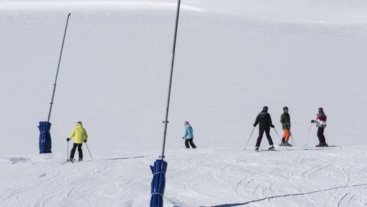 Durch die Erderwärmung erwarten die Wetterdienste weniger Schnee in den Alpen. Auch der zum Skifahren geeignete Zeitraum werde sich verkürzen. (Archivbild)