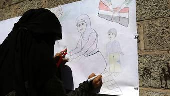 Beim UNO-Quartier in Sanaa protestieren Frauen gegen den Krieg im Jemen: Laut den Vereinten Nationen hat die Zahl der Gewalt gegen Frauen seit Beginn des Konflikts zugenommen. (Archivbild)