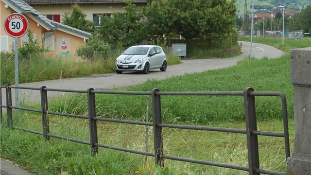 Beliebte Schleichwegvariante: Von Gipf-Oberfrick via Eisenbahnbrücke den Juraweg hinunter. HOT