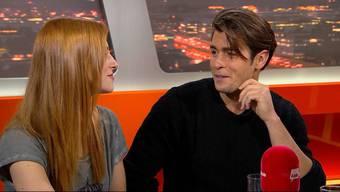 Bachelor Rafael Beutl und seine Auserwählte Belinda Lenart in der Sendung «TalkTäglich». Sehen Sie die besten Szenen in unserem Zusammenschnitt.