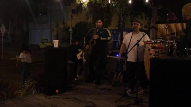 Livemusik in einer Outdoor-Bar in Mazatlan. Das Lebensgefühl in Mexiko ist mindestens so schön wie in den USA - wenn nur die Löhne nicht so niedrig wären.