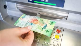 Bis zu 20 Prozent sind die Bargeldbezüge in den letzten fünf Jahren laut den Solothurner Banken zurückgegangen.