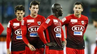 Enttäuschung bei den Aarauern Pascal Thrier, Michael Siegfried, Igor Nganga und Stephane Besle nach dem Spiel und der Niederlage