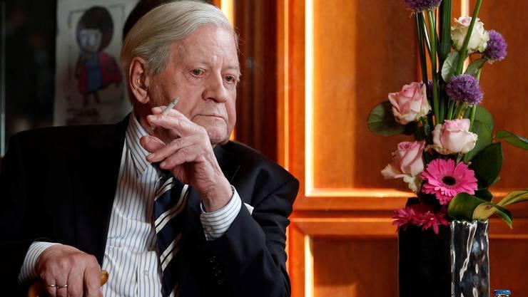 Der einstige Bundeskanzler Helmut Schmidt zählte in Deutschland zu jener kleinen Minderheit, die Menthol rauchte.