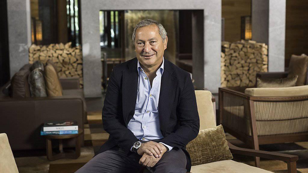 Der ägyptische Investor Samih Sawiris in seinem Hotel «The Chedi» in Andermatt: Höhere Verluste beim Hotelgeschäft in Andermatt und anderen Beteiligungen liessen den Gewinn von Sawiris Konzern Orascom schwinden. (Archiv)