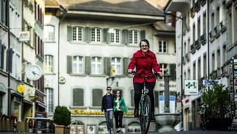 Gemäss den Postulanten soll Lenzburg überall so velofreundlich sein wie hier in der Rathausgasse.