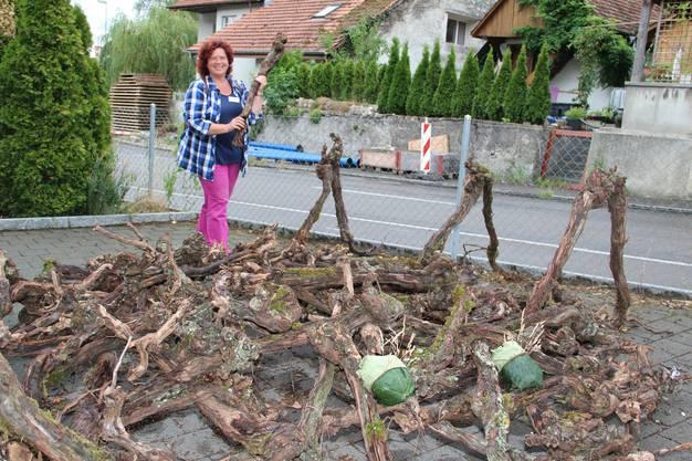 Künstlerin Anna Barbara Mori mit ihrer Installation Reblaus