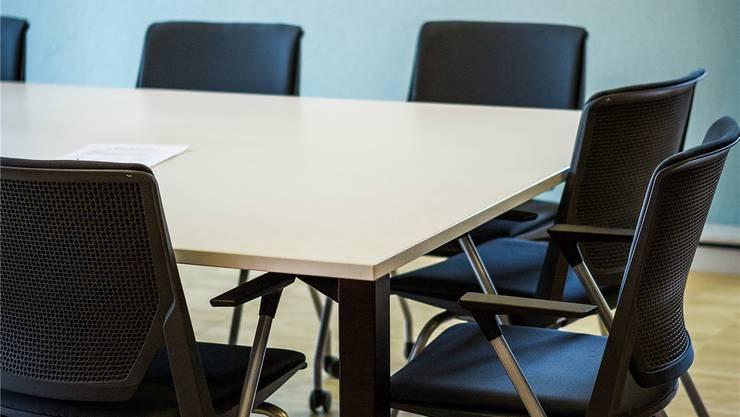 Schulleiter: Nicht alle haltens auf dem Sessel lange aus. Symbolbild Chris Iseli