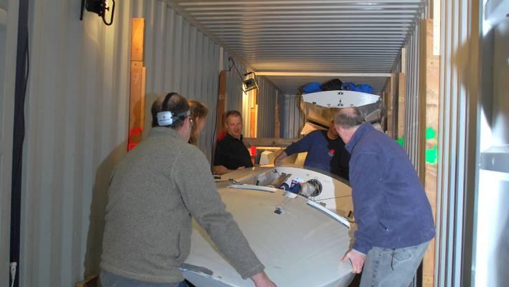 In den Container passen neun Segelboote.lbr