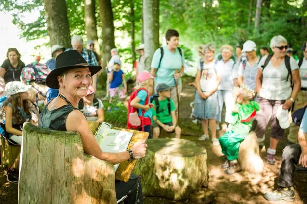 Auch dieses Jahr hatten wir wieder fünf Familienwanderungen mit einem besonders auf die Kleinen zugeschnittenen Programm im Angebot. Auf dem Märliweg von Schmiedrued-Walde durften die Kinder alten Geschichten lauschen.