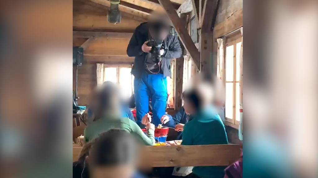 Essen und Trinken verboten: Fondue-Fotoshooting auf Klewenalp sorgt für rote Köpfe