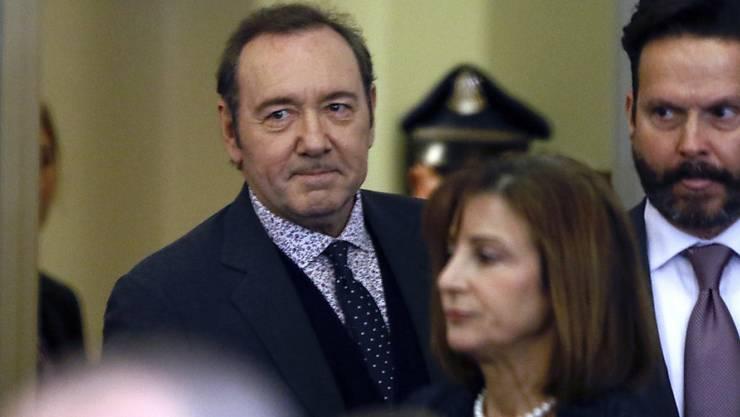 US-Schauspieler Kevin Spacey beim Betreten des Gerichtssaals. Die Anhörung wurde nach nur sechs Minuten beendet.