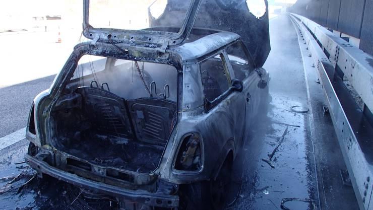 Das Auto brannte vollständig aus.