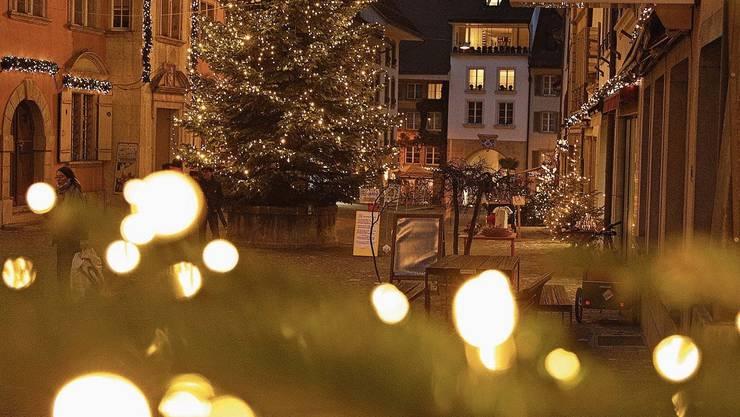 Viele finden, die Lenzburger Rathausgasse sei nie schöner als kurz vor und im Advent.