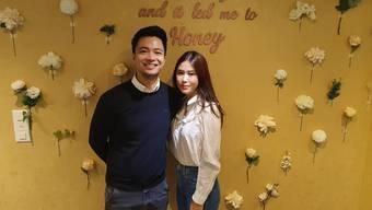 Fürs Foto posierten sie ohne Maske Binh und Thanh Ngan Luong (rechts) in ihrem Laden an der Rathausgasse 27.